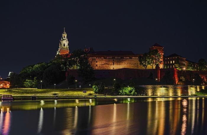 """UM Kraków:                                       Trwa """"odmrażanie"""" krakowskiej infrastruktury sportowej"""